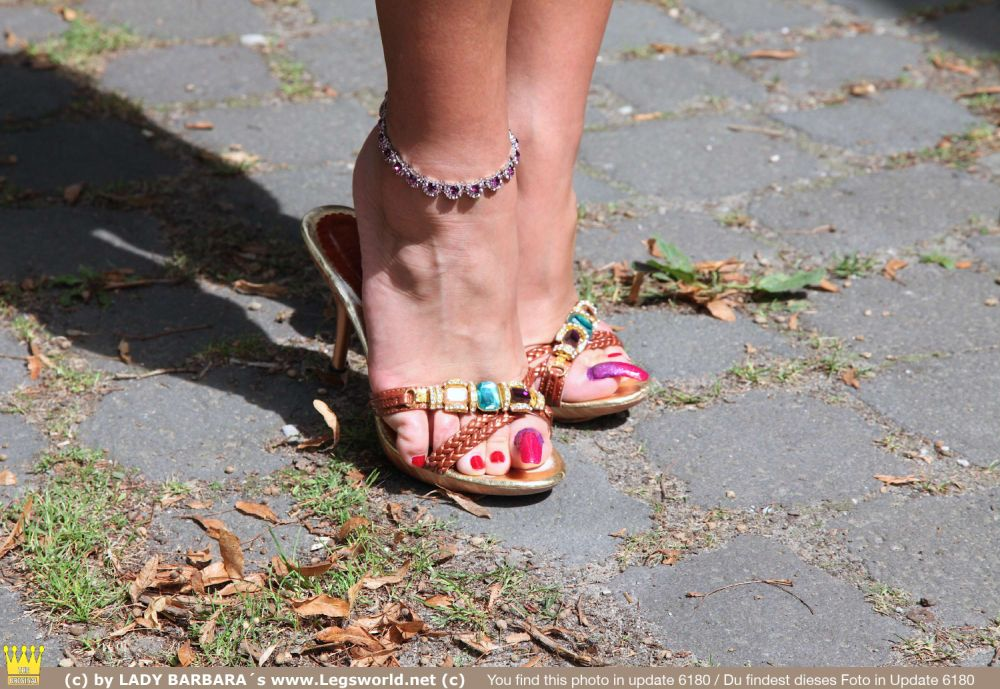 Mature bare feet in heels in cold